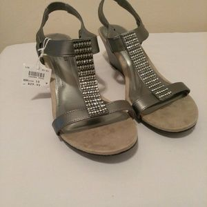 ComfortPlus by Predictions Wedge Sandal Sz 10 wide